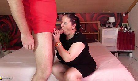 آماتور اولین بار لب های بزرگ بیدمشک خود را به ارگاسم تبدیل می سکسهای جوردی کند